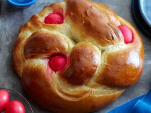 Tousreki (Greek Easter Bread)
