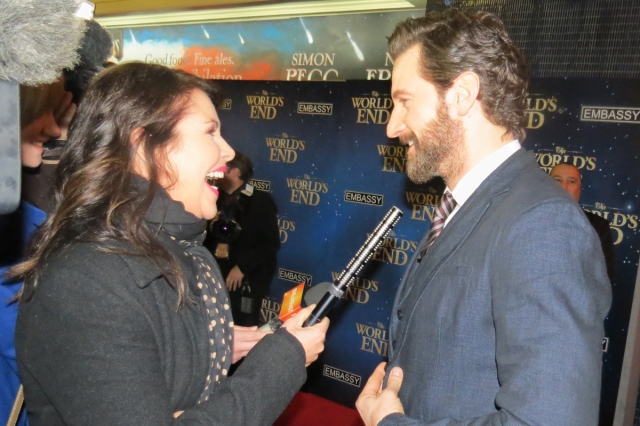 Look...even the interviewer is doing it!!  Source:  www.richardarmitagenet.com